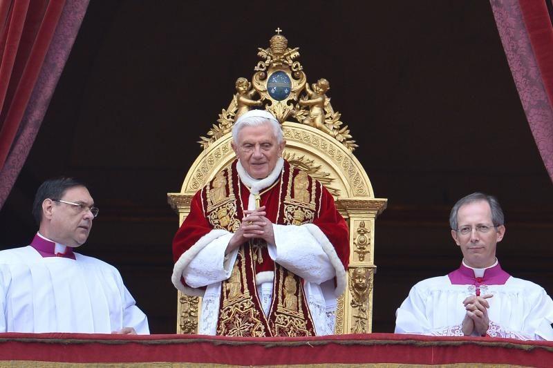 """Popiežius paskelbė lotynišką """"Twitter"""" žinutę lotynų kalba"""