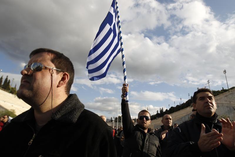 Bankai sutinka nurašyti 50 proc. Graikijos skolų