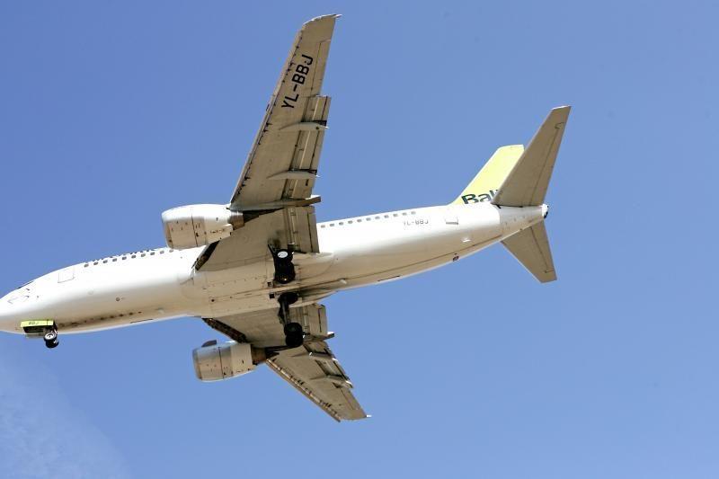 Pilotai apgręžė besileidžiantį lėktuvą, kad išvengtų viršvalandžių