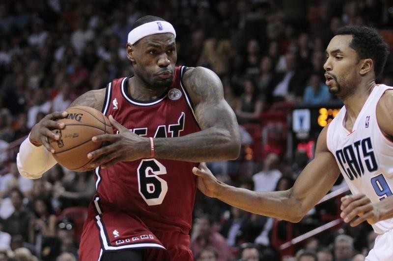 """L. Jamesas atakavo 93 proc. taiklumu, """"Heat"""" šventė sunkią pergalę"""