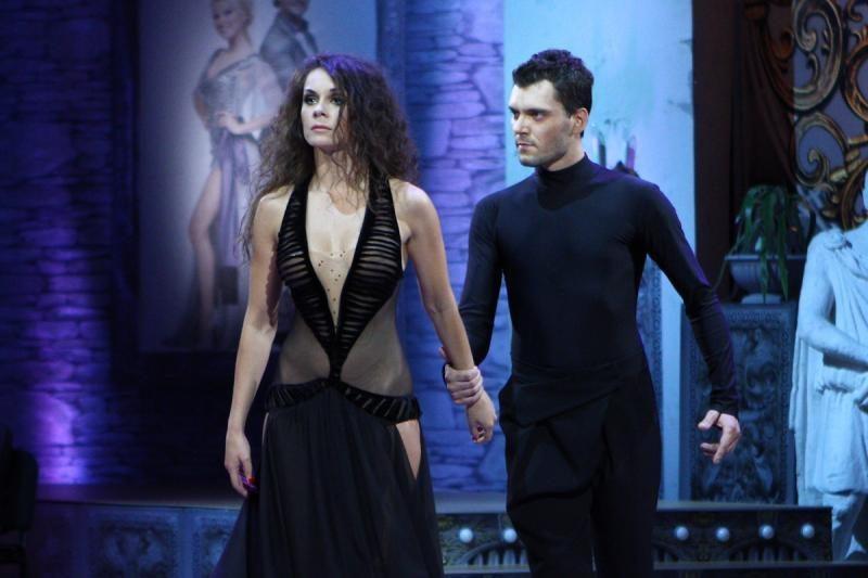 LNK eteryje - provokuojanti šokių projekto dalyvės suknia