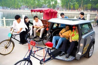 MINI rikšos važinėja po Pekiną (nuotr.)