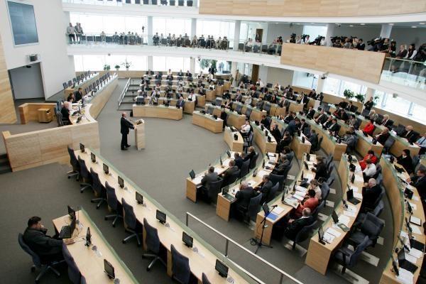 Įstrigo naujasis Seimo statutas