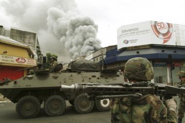 Čilėje alkani plėšikautojai plėšia ir degina parduotuves
