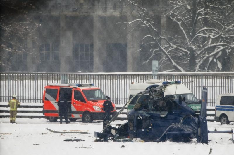 Virš Berlyno stadiono susidūrė du sraigtasparniai