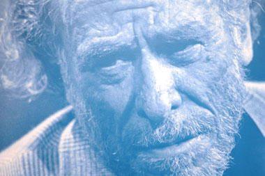 """Literatūros chuliganas Ch.Bukowskis: parašiau """"Holivudą"""", kad nepersipjaučiau gerklės"""