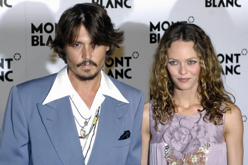 Johnny Deppas paneigė gandus apie skyrybas su Vanessa Paradis