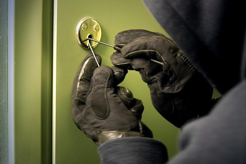 Iš Biržų savivaldybės pastato rūsio pavogti statybos įrankiai