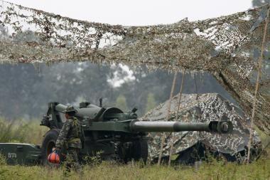 ES užsimojo kurti savo ginkluotąsias pajėgas