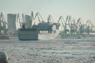Užšalusių uostų kroviniai į Klaipėdą dar nepasuko