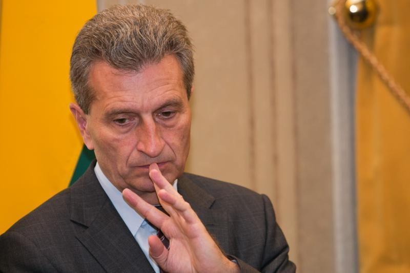 Eurokomisaras: gal Rusija galėtų integruotis į ES energetinius tinklus