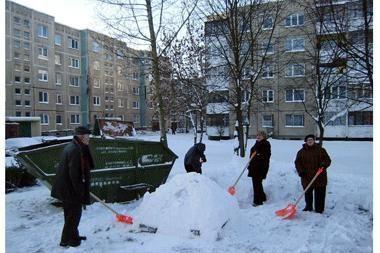Eigulių seniūnija nusikasė sniegą