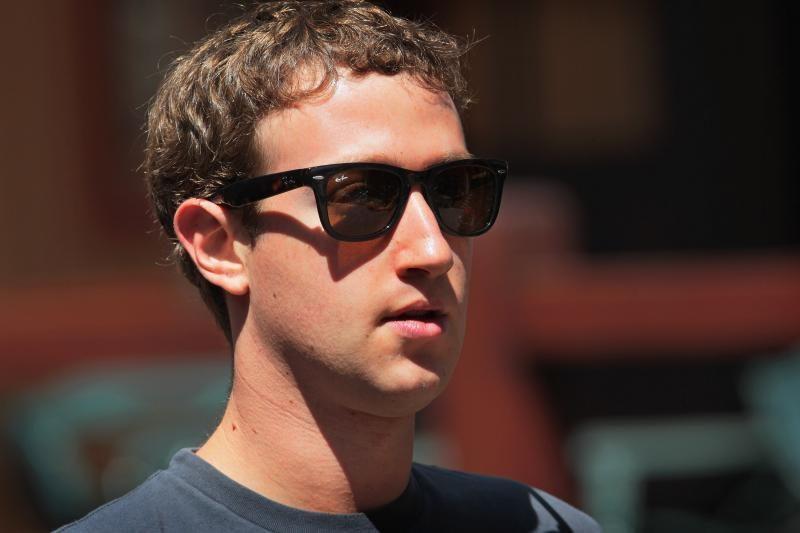 """Ir M. Zuckerbergas """"apsikarpė"""" algą iki 1 """"bakso"""" (vengia mokesčių?)"""