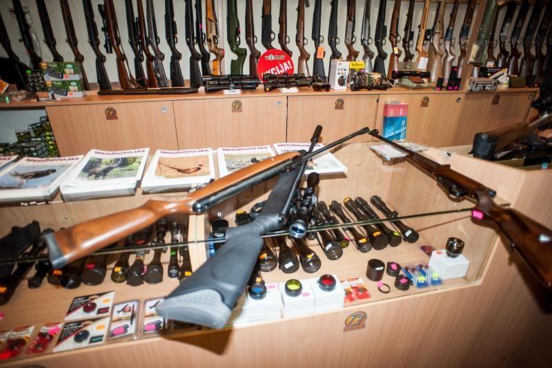 Psichikos negalią turintis pensininkas nelegaliai laikė šautuvą
