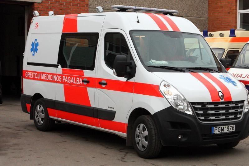 Jonavos rajone automobilis mirtinai sužalojo ant kelio gulėjusį vyrą