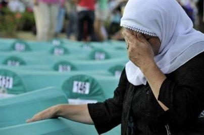 Bosnija mini Srebrenicos žudynių metines
