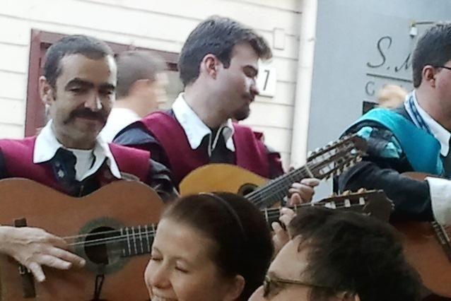Sostinėje kavinių lankytojus linksmino keliaujantys ispanų muzikantai