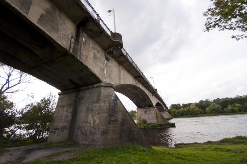 Panemunės tiltu troleibusai važinės atviromis durimis?