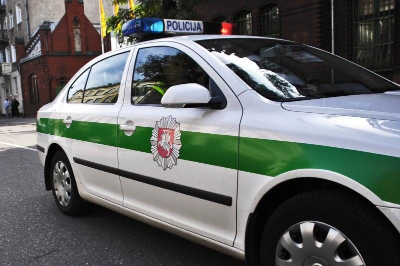 Traktoriumi įvažiavęs į tvenkinį žuvo vairuotojas
