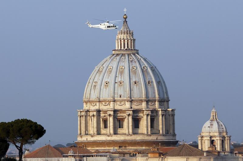 Popiežius Benediktas XVI paskutinį kartą atsisveikino su publika