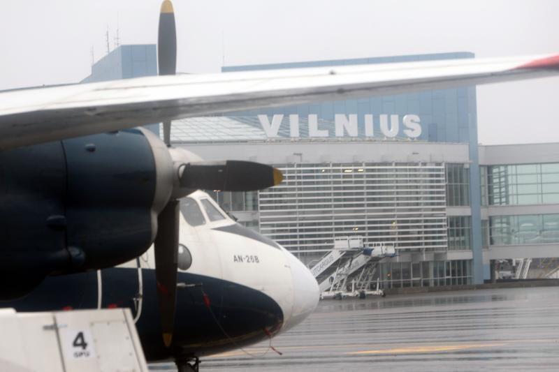 Per pratybas Vilniaus oro uoste mokytasi gelbėti užsidegusį lėktuvą