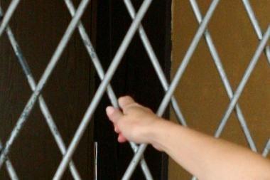 Naujojoje Vilnioje vyriškiai 5 dienas kalino merginą
