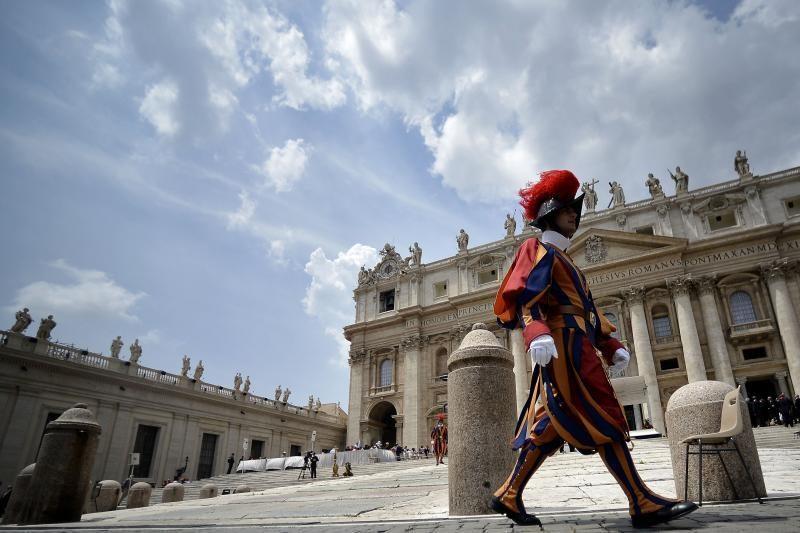 Konklava naujam popiežiui išrinkti susirinks tik po kovo 15-osios