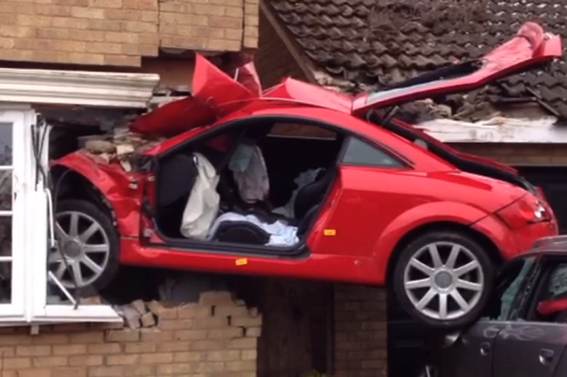 """""""Audi TT"""" šuolis - į miegamąjį per du automobilius"""