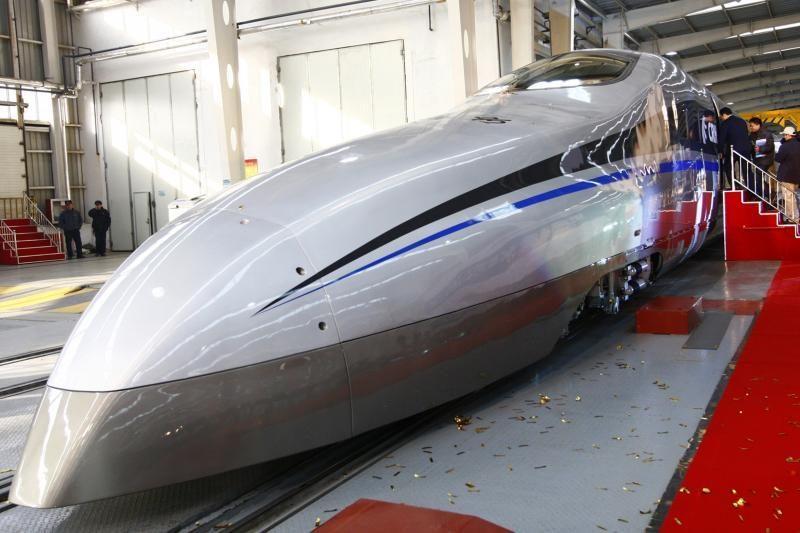 Kinijoje - ilgiausia pasaulyje greitųjų traukinių geležinkelio linija
