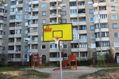 Sostinės kiemuose atnaujintos krepšinio aikšteles