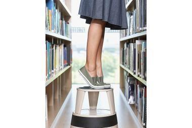 Bibliotekininkų atlyginimai kils lėčiau