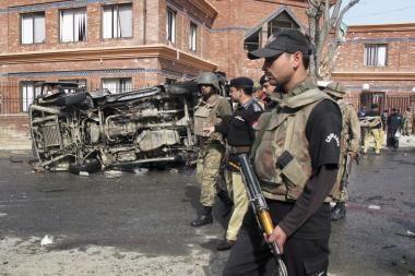 Pakistano šiaurės vakaruose sprogus bombai žuvo dešimt žmonių