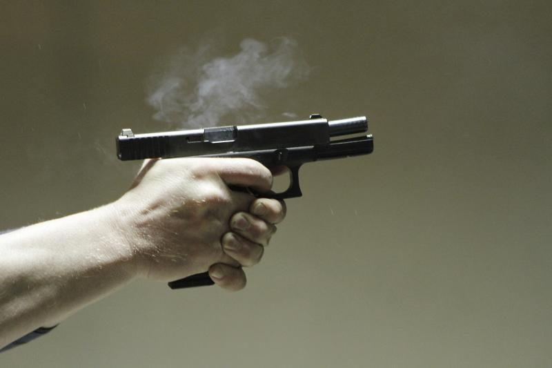 Grigiškėse dukart apšaudytas buto langas