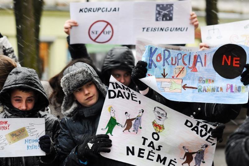Dauguma lietuvių korupciją laiko viena didžiausių šalies bėdų