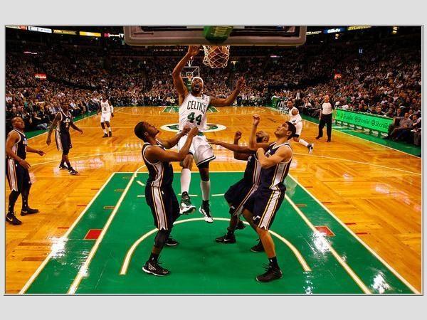 """NBA Top 10: vienaakio """"Pistons"""" aūkštaūgio Grego Monroe metimai"""