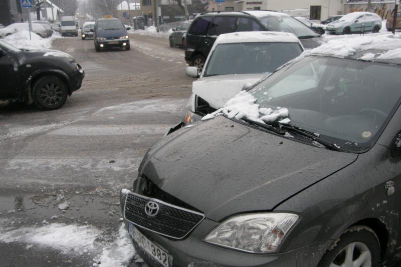 Vilniuje – dvi skaudžios avarijos (sužaloti 3 žmonės, viena – 13-metė)