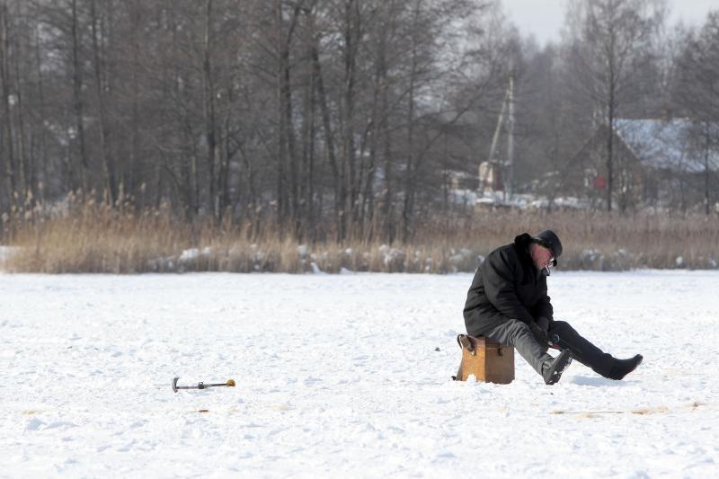 Netvirtas ledas grasina mirtimi – šiemet įlūžę žuvo jau penki žmonės