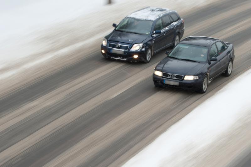 Šiaurės ir vidurio Lietuvoje eismo sąlygos itin sudėtingos