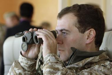 D.Medvedevas: vertindama sovietus Vokietija elgiasi garbingiau nei Baltijos šalys