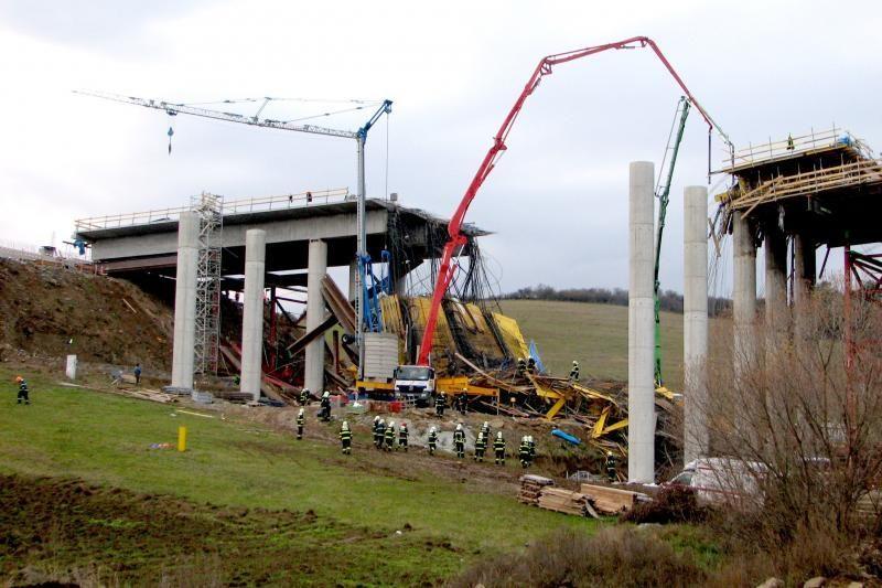 Slovakijoje sugriuvus tiltui žuvo keturi žmonės