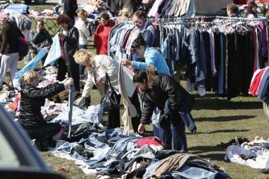 Devėtais rūbais bus galima prekiauti ir gatvėje