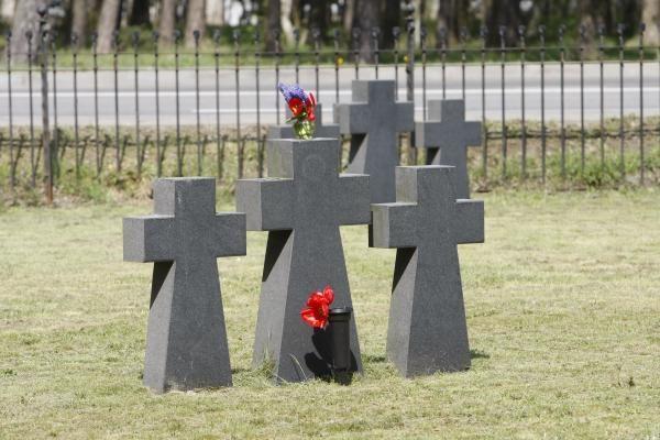 Panevėžio J.Balčikonio gimnazijos stadione rasta dar 16 vokiečių karių kapų
