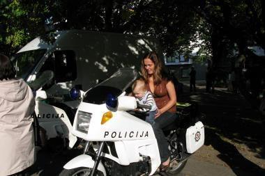Policijos šventėje - šarvuotas transporteris, riedžiai ir vaikai