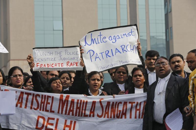 Indę studentę prievartavę vyrai jai gyvai ištraukė žarnas