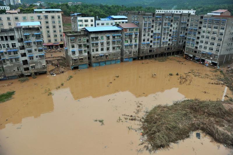 Indijoje potvyniai milijonus žmonių paliko be pastogės