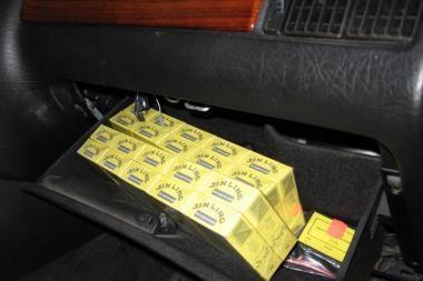 Kelmės rajone įkliuvo kontrabandines cigaretes gabenęs vyras