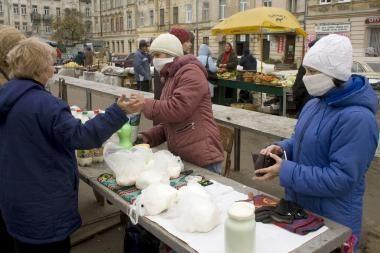 Kiaulių gripas Ukrainoje: lietuvių diplomatai dirba su kaukėmis