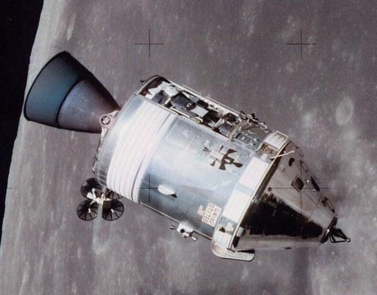 "Vandenyno dugne teigia aptikęs ""Apollo 11"" variklius"