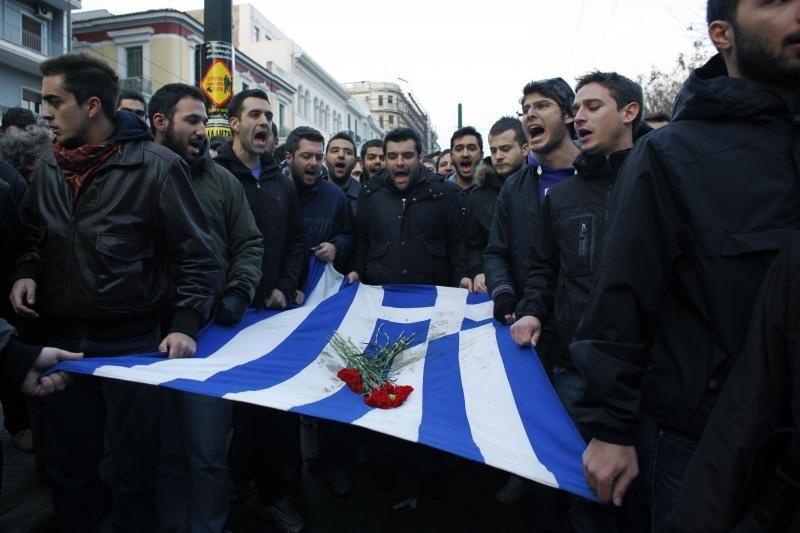 Dauguma privačių investuotojų sutiko nurašyti dalį Graikijos skolų