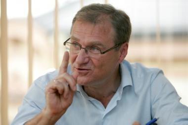 Liberalcentristai pasitiki A.Čapliku, išmetė iš partijos A.Skiką